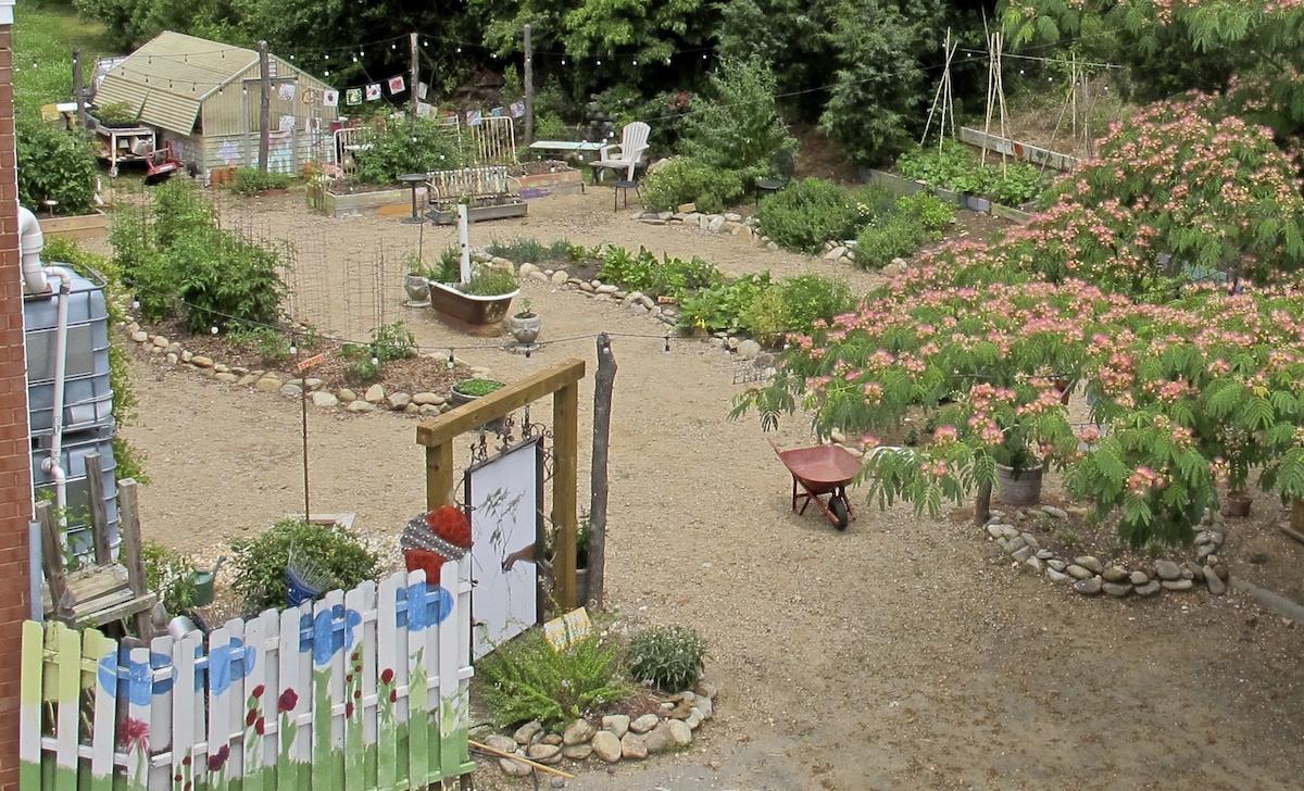 demonstration garden Friendship Gardens